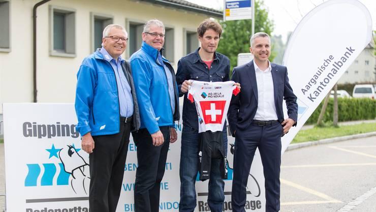 Neuer Schub für den Traditionsanlass, von links: Sponsoring-Chef Kurt Wyss, OK-Präsident René Huber, Ehrengast Silvan Dillier und AKB-CEO Pascal Koradi.