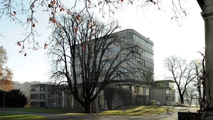 Das sanierungsbedürftige Gymnasium Münchenstein soll erneuert werden.