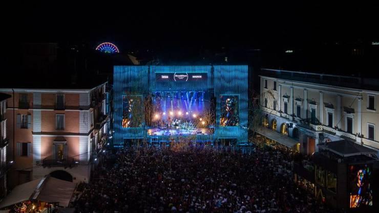 Nächsten Freitag startet in Locarno das Festival Moon&Stars, eines der malerischsten Musikfestivals der Schweiz. Sonderzüge bringen Fans auch mitten in der Nacht noch zurück in die Deutschschweiz, so dass der schmale Geldbeutel nicht durch Hotelkosten überstrapaziert wird. (Archivbild)
