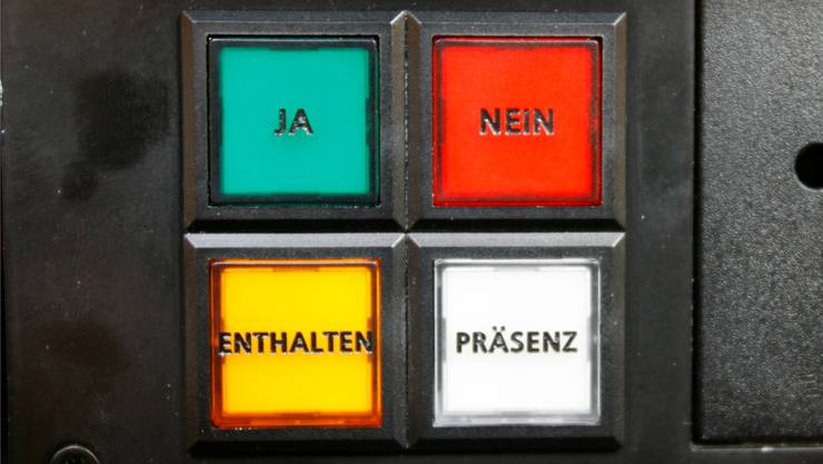 So sehen die Schalter im AarauerGrossratssaal aus. Keystone