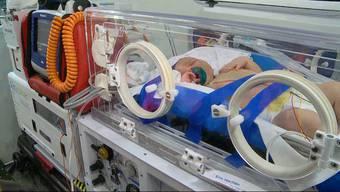 In der fahrenden Intensivstation wird Fabio ins Kinderspital Zürich gebracht.