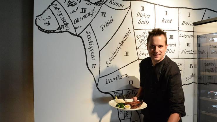 Christian Fleischhauer steht im neuen Restaurant in der Küche.KSC