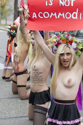 Die Aktivistinnen bei ihrem Protest in Zürich