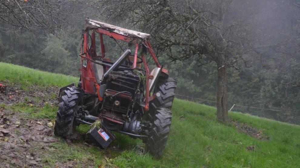 Traktor überschlägt sich mehrfach