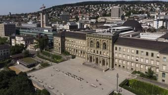 Die Rückseite des Hauptgebäudes der ETH Zürich. Wie andere Schweizer Hochschulen beschränkt die ETH für China-Reisende den Zutritt für 14 Tage nach Abreise aus China.