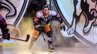 Entschlossener Blick: EVZ-Verteidiger Jesse Zgraggen betritt das Eis in der Zuger Bossard-Arena.