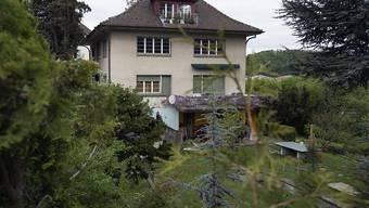 In der Dachwohnung des privaten Kinderheims wurden im Mai 2013 der Heimleiter und seine Freundin erstochen. Unterdessen sind die beiden Täter in erster Instanz zu Höchststrafen verurteilt worden. (Archivbild)