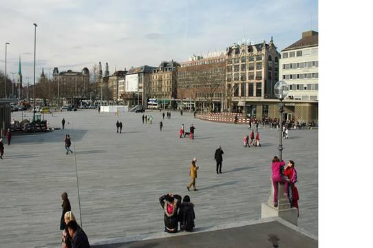 Die neue Weite des Sechseläutenplatzes ist noch ungewohnt für Zürich, diese Zwingli- und Zünftestadt.