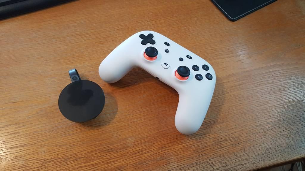 Ein Chromecast Ultra und der Stadia-Controller: Mehr braucht es für den Game-Spass nicht.