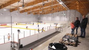 Eissportler freuen sich über die neue Halle, die politisch noch lange nachhallen wird.