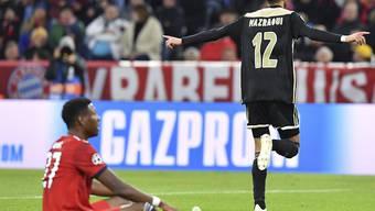 David Alaba am Boden: Der Bayern-Verteidiger verletzt sich am Oberschenkel (Archiv)