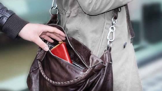 Im Geschäft, im Zug, an einer Veranstaltung: Taschendiebe können überall zuschlagen.