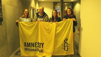 Unter dem Motto lokal handeln global wirken engagieren sich Joy Kramer, Martin Schnieder, Melanie Senn und Gioia da Silva (von links) in der Badener Gruppe von Amensty Internation