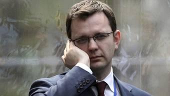 Der vorübergehend inhaftierte Andy Coulson soll Telefone abgehört haben (Archiv)