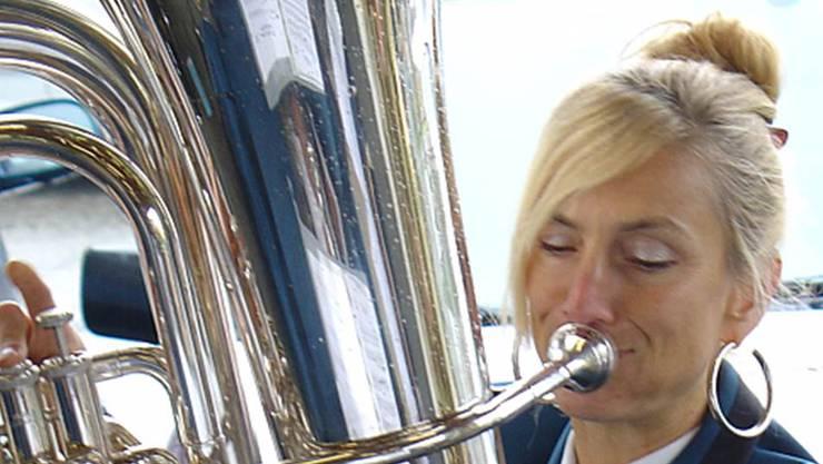Carolina Ammann, Bass, musiziert seit 20 Jahren in der MGK. Am Jahreskonzert vom 23. März 2013 wurde sie zum Ehrenmitglied ernannt.