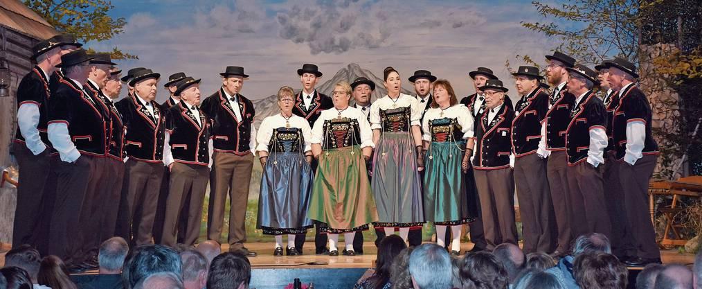 «Im Läbe» lautete das Motto am diesjährigen Jodlerobig des Jodlerklubs «Echo vom Lindenberg».Bilder: Melanie Burgener