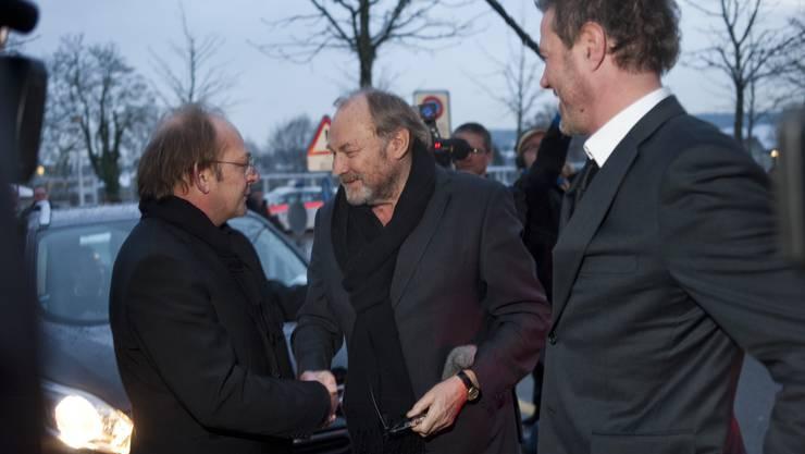 Filmtage-Direktor Ivo Kummer begrüsst die beiden Hauptdarsteller des Eröffnungsfilms Klaus-Maria Brandauer und Sebastian Koch.