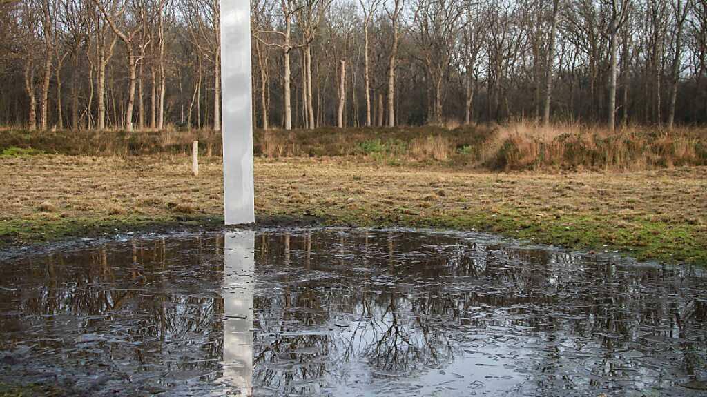 Weitere Monolithen auf britischer Insel und in den Niederlanden