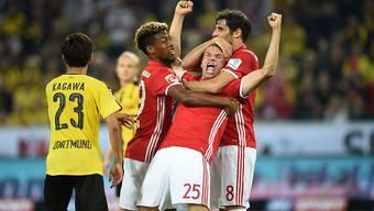 Münchner Jubel in Dortmund mit 2:0-Torschütze Thomas Müller (Mitte)
