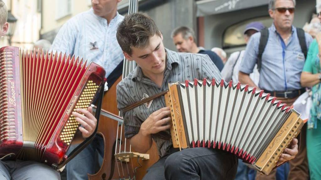 Vor vier Jahren fand das Eidg. Volksmusikfest in Aarau statt, hier ein Platzkonzert einer Gruppe Ländlermusiker. (Archivbild)