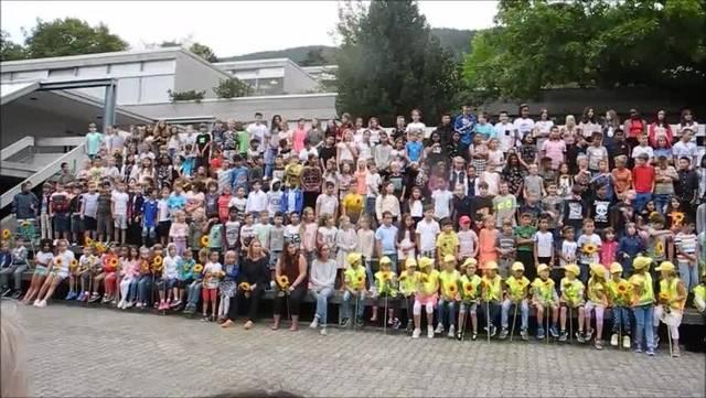 Schulanfang 2018 - Welcome Rap im Grenchner Haldenschulhaus