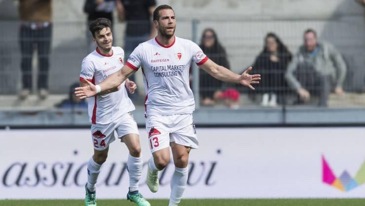 Sion-Torschütze Pajtim Kasami (rechts) wird nach seinem 1:0 gegen St. Gallen gefeiert.