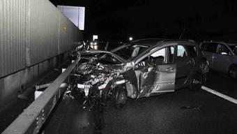 Sekundenschlaf und Totalschaden auf A1 bei Wiedlisbach