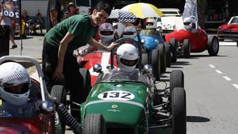 Der Urdorfer Bruno Weibel (links) gibt dem Briten Colin Nursey Instruktionen fürs Rennen. zvg