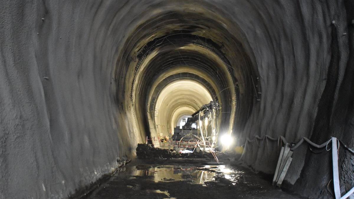 Im Unterengadin ist ein Tunnelarbeiter von Beton verschüttet und tödlich verletzt worden.