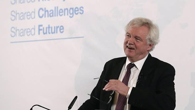 Grossbritannien will sich auch nach dem Austritt aus der EU an hohe Standards in der Wirtschafts-, Sozial- und Umweltpolitik halten. Das kündigte der britische Brexit-Minister David Davis am Dienstag bei einer Grundsatzrede in Wien an.
