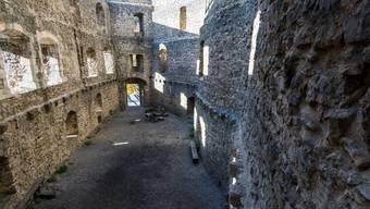 Die Ruine Gilgenberg spielt in der Romanvorlage eine wichtige Rolle