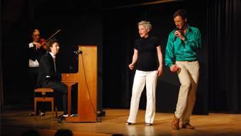 Die Duos Papillon (links) und Zu Zweit (rechts) führten die Zuschauer durch einen humorvollen Abend.