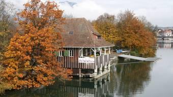 Das bestehende Bootshaus ist in den ältesten Teilen über 100-jährig und soll durch einen neuen Holzbau mit Flachdach ersetzt werden.