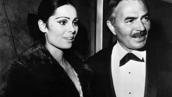 """Daliah Lavi auf einem Bild aus dem Jahr 1964: Damals besuchte sie gemeinsam mit dem britischen Schauspieler James Mason die Premiere des Films """"Lord Jim"""", in dem beide mitspielen."""
