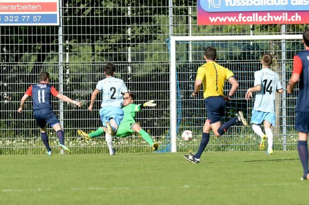 Allschwils Luca Brunner (l.) erzielte bereits nach wenigen Minuten das 1:0 für das Heimteam.