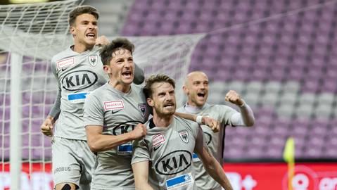Jubel beim FC Aarau nach dem Coup in Genf.