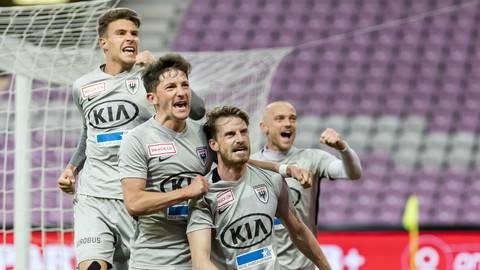 Jubel beim FC Aarau nach Nicolas Schindelholz' Siegtreffer.