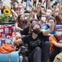 Klimaaktivisten demonstrieren während der Herbstsession auf dem Bundesplatz in Bern.