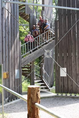 Die fidelen Altberger Musikanten treten zum Jubiläum auf den Turmtreppen auf.