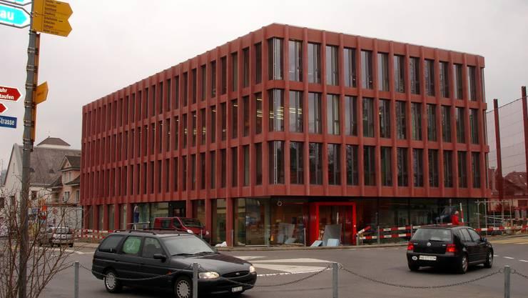 Das Geschäftshaus LenzPortal beim Lenzburger Bahnhof ist bezogen und wird am Wochenende eingeweiht. tf