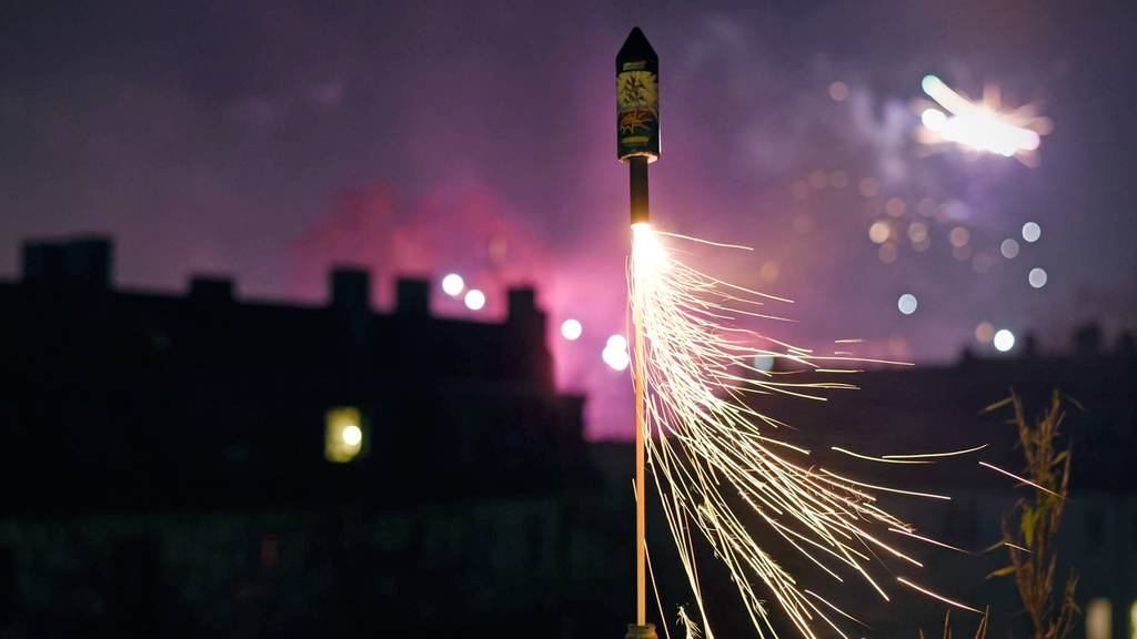 Raketen und Vulkane für 1. August stecken in China fest