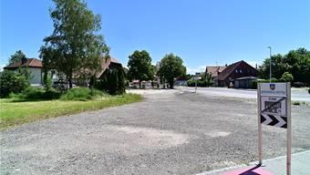 Noch liegt der Platz, wo einst der Gasthof Linde stand, brach. Bald soll hier das neue Dorfzentrum entstehen. Bruno Kissling