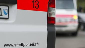 Ein Unbekannter hat am Donnerstagabend ein Schuhgeschäft in Zürich-Oerlikon überfallen und mehrere hundert Franken erbeutet. (Symbolbild)