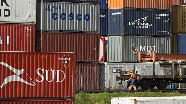 Der Schweizer Aussenhandel hat sich im Februar rückläufig entwickelt. (Archivbild)