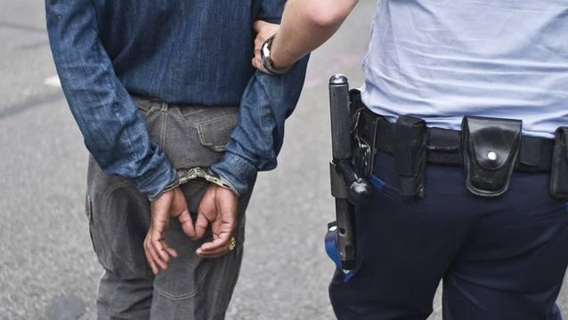 Die Polizei konnte den mutmasslichen Täter kurze Zeit nach der Tag festnehmen. (Symbolbild)