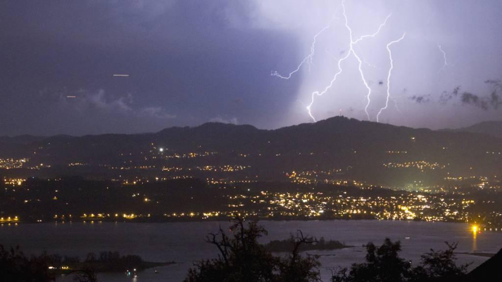 Blitze könnten zur Entstehung von Leben beigetragen haben