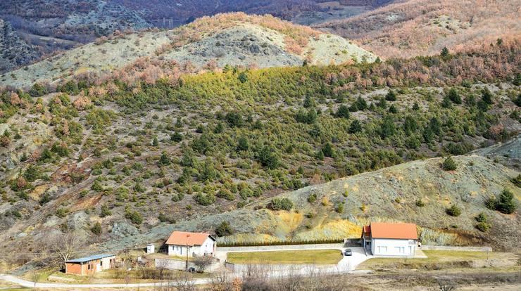 Am Rande des nordkosovarischen Dorfes Cabra hat sich ein 'Schatzi' eine schöne Bleibe eingerichtet.