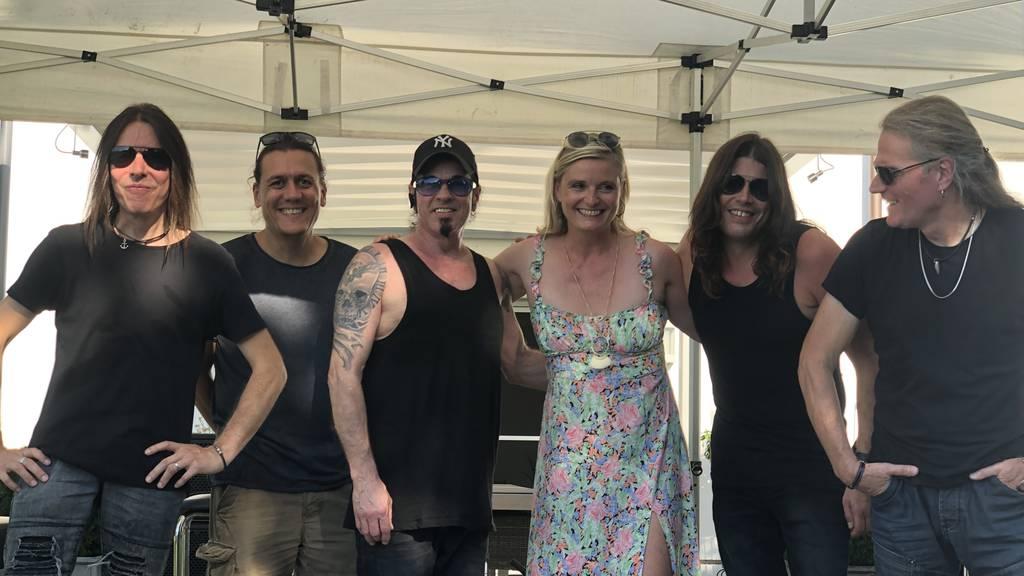 Virgin Rock Hörerin Eve rockt mit Shakra am Gartenshowcase