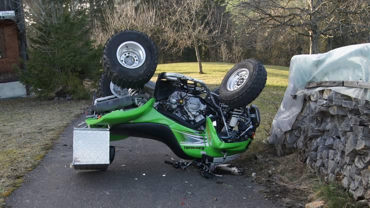Der Quadfahrer hat sich beim Selbstunfall schwerst verletzt.