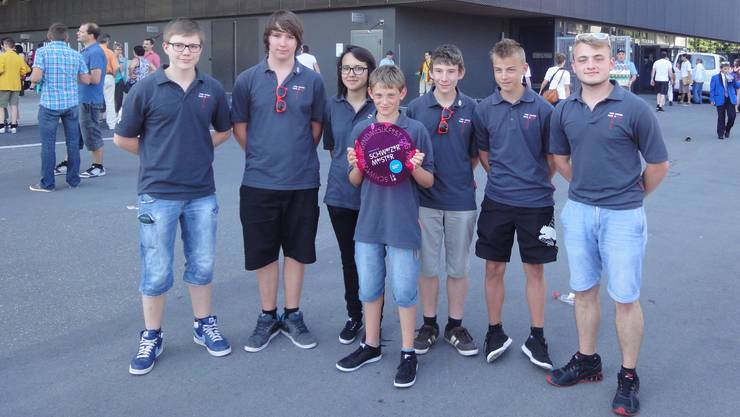 Die neuen Schweizermeister v.l.n.r. Tobias Mooser, Janis Isch, Stephanie Heid, Luc Jenni, Pascal Wyss, Simon Weber und Janick Weber.